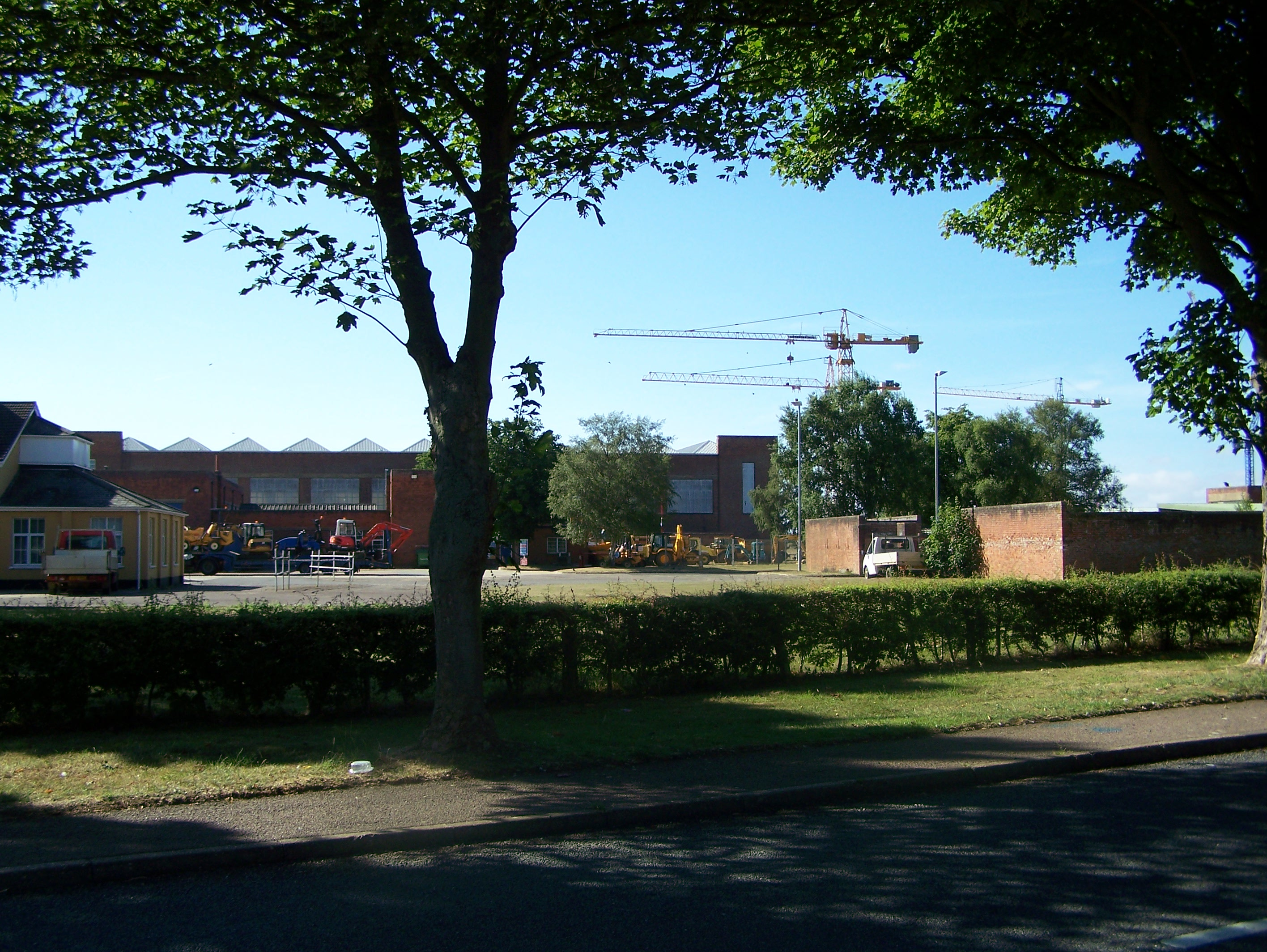 Type C hangar and other buildings now part of the CITB 15:07:2006.JPG