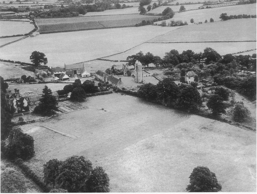 Large field north of the Elizabeathan Barn 1930s.jpg