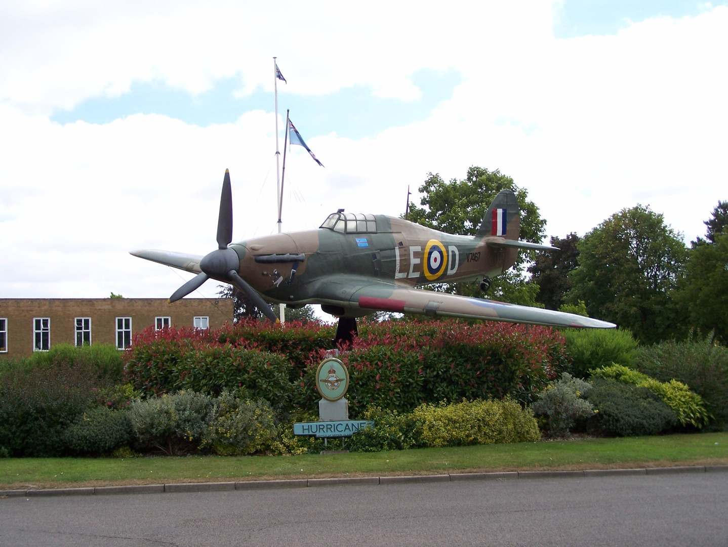 Replica Hawker Hurricane gate guardian inside the station entrance 14:7:06.JPG