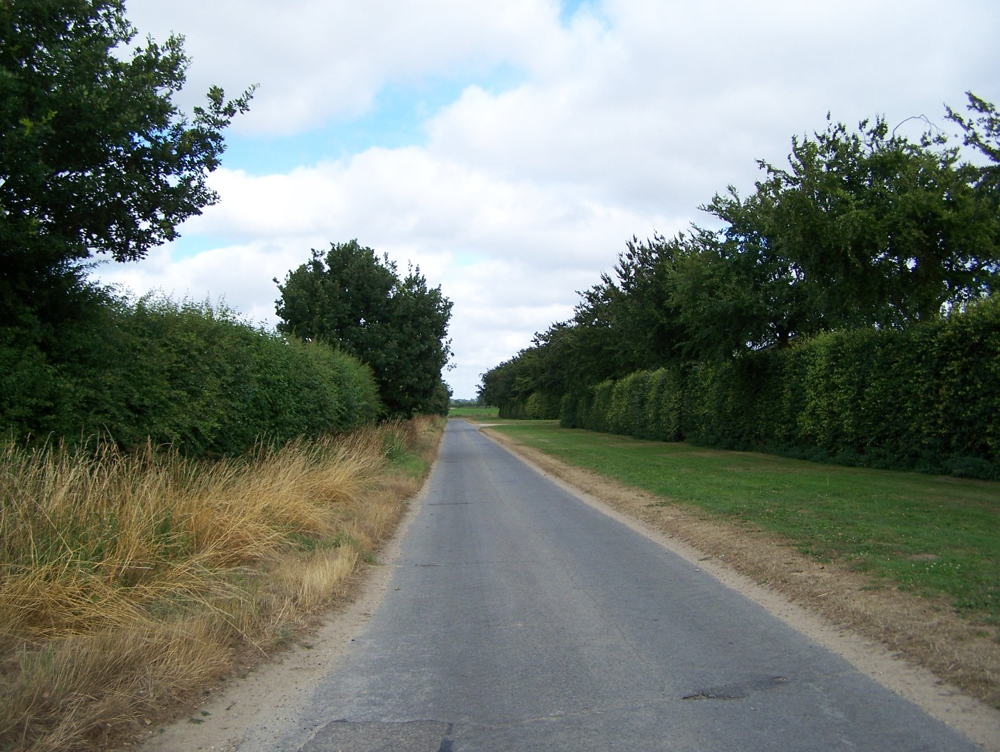 South-eastern perimeter track, now a minor road 14:7:06.JPG
