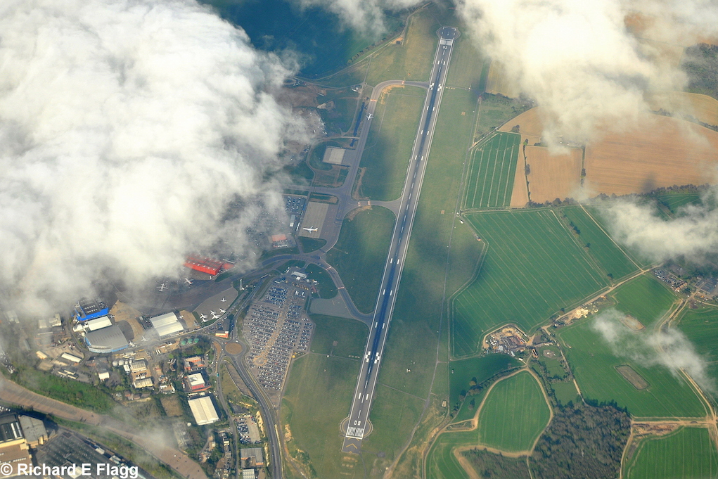 001Aerial View of Luton Airport - 18 April 2014.png