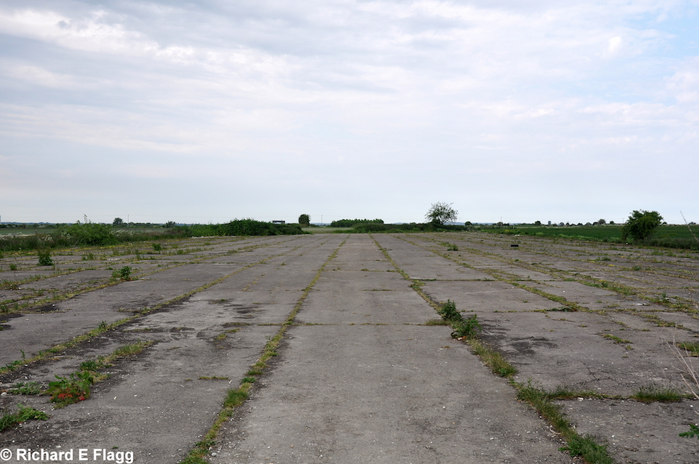 007Runway 04:22. Looking north east - 7 June 2013.png