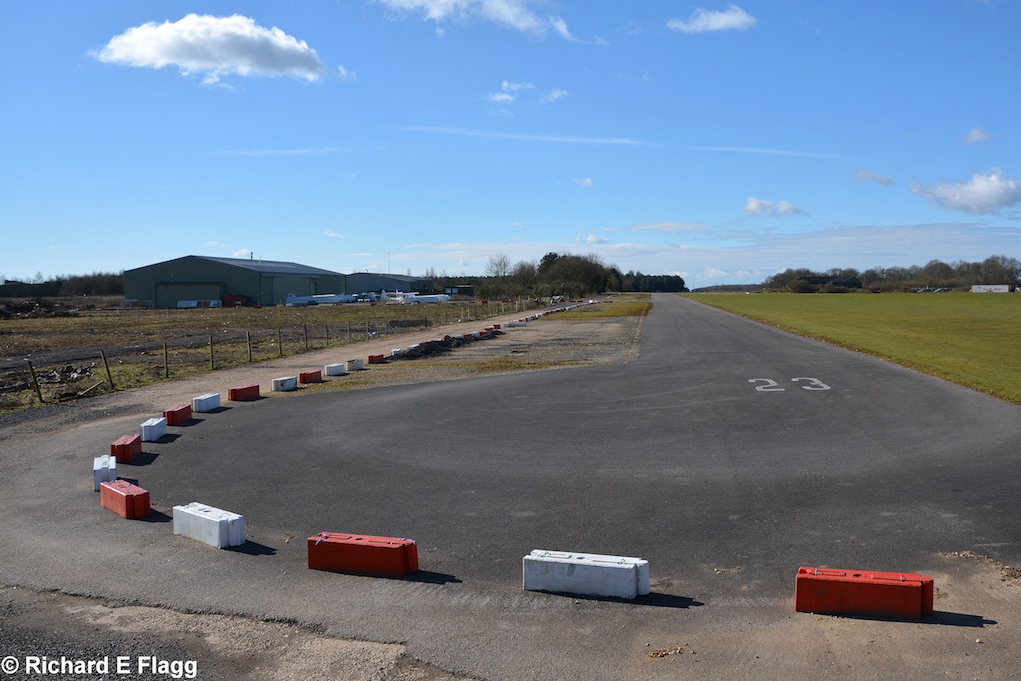 003Runway 04:22 (Now 05:23). Looking south west from the services access road - 7 March 2016.png