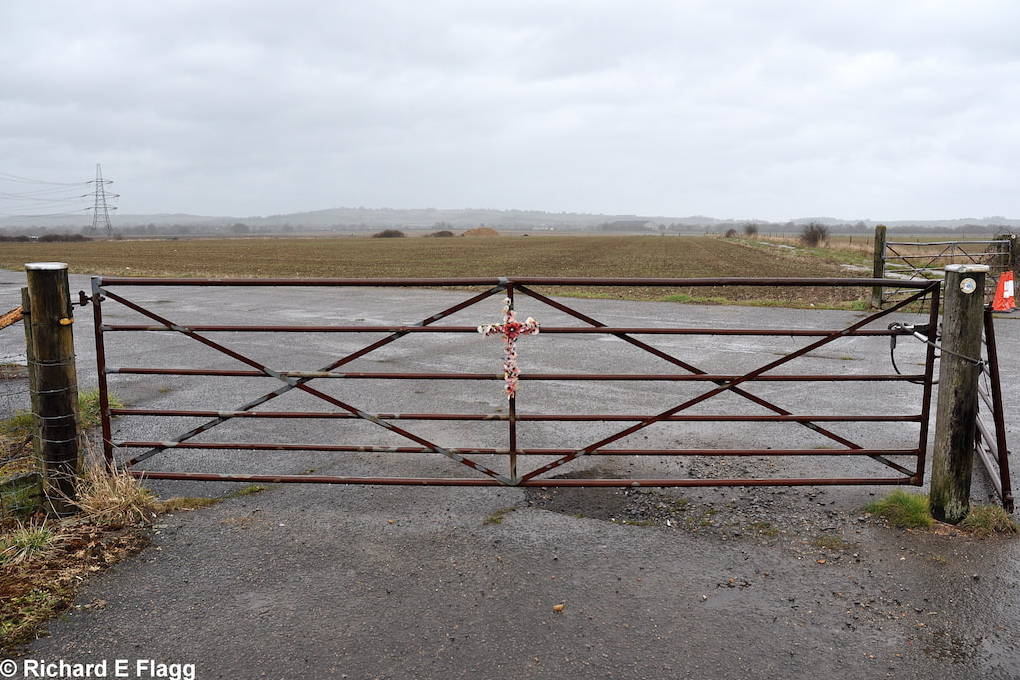 010Taxiway at the west of the airfield. Gate on to the airfield at Wornal Park - 15 March 2013.png