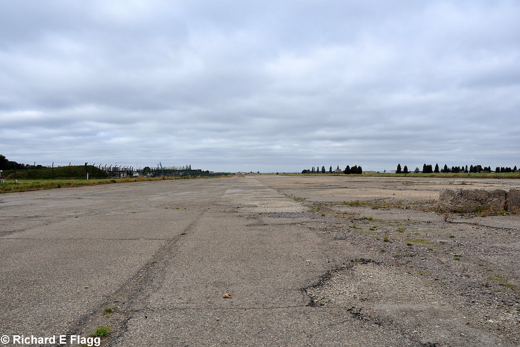016Runway 13:31. Looking north west from near the control tower - 22 September 2009.png