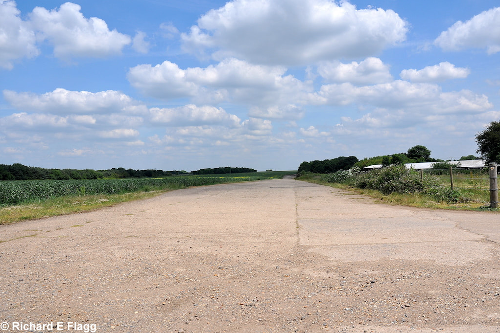 006Taxiway at the south of the airfield. Looking north east - 25 June 2010.png