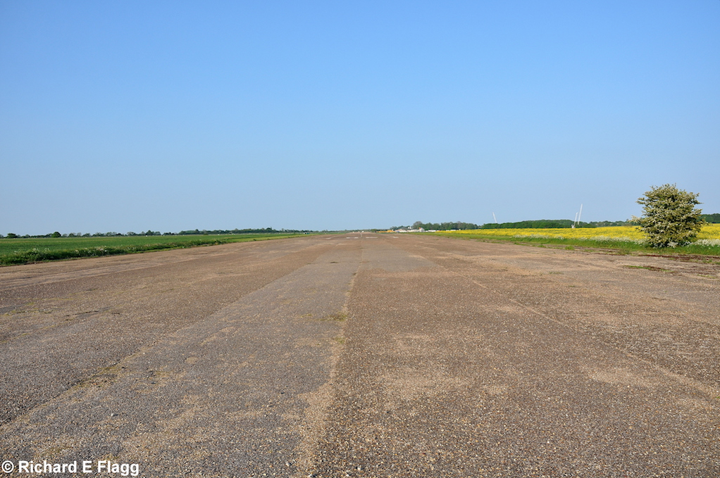 004Runway 06:24. Looking north east - 18 May 2014.png