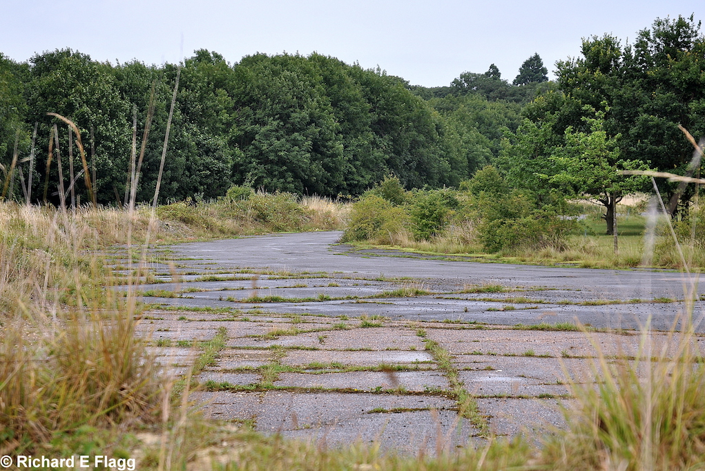 010Taxiway at the west of the site. Looking north from Longstanton Road - 21 July 2009.png