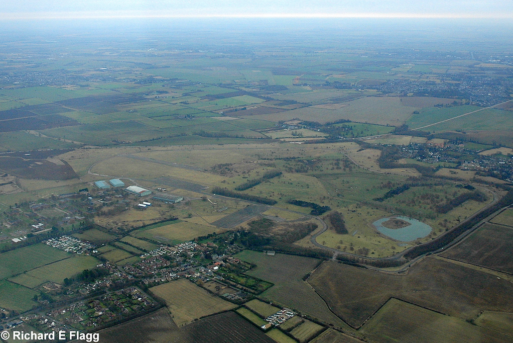 009Aerial View. RAF Oakington Airfield - 4 January 2009.png