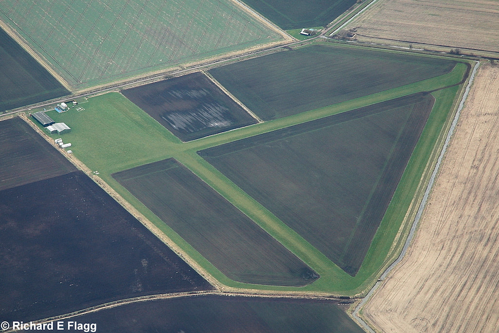 001Aerial View of Sutton Meadows Airfield - 22 February 2009.png