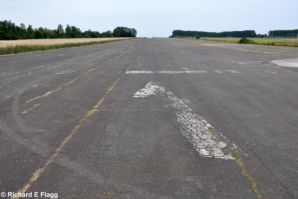014Runway 05:23. Looking north west from the runway 16:34 intersection - 1 August 2012.png