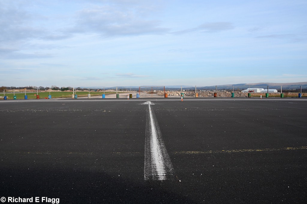 006Runway 07:25. Looking north west from the runway 07 threshold - 16 February 2016.png