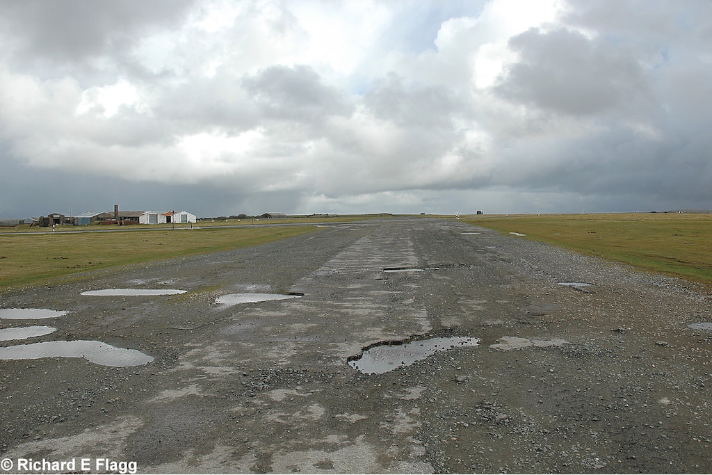 008Taxiway at the north of the airfield. Looking east from near the runway 13 threshold - 4 March 2009.png