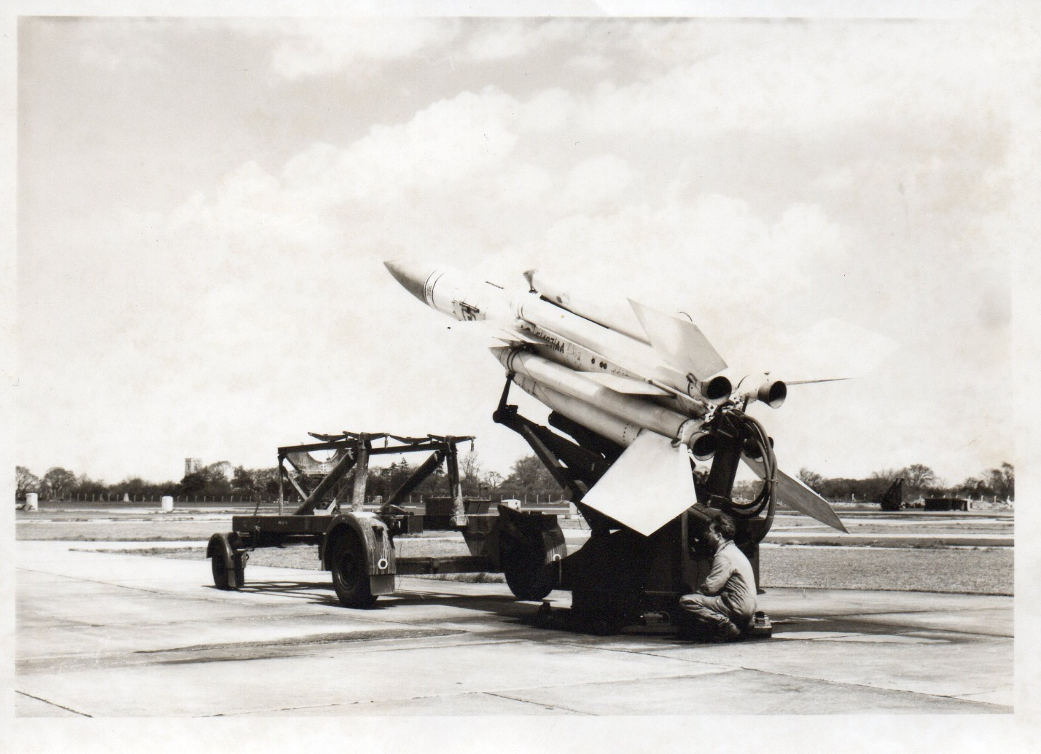 005The last Bloodhound Mk1 of 263 Squadron,  being removed from launcher B8..jpg