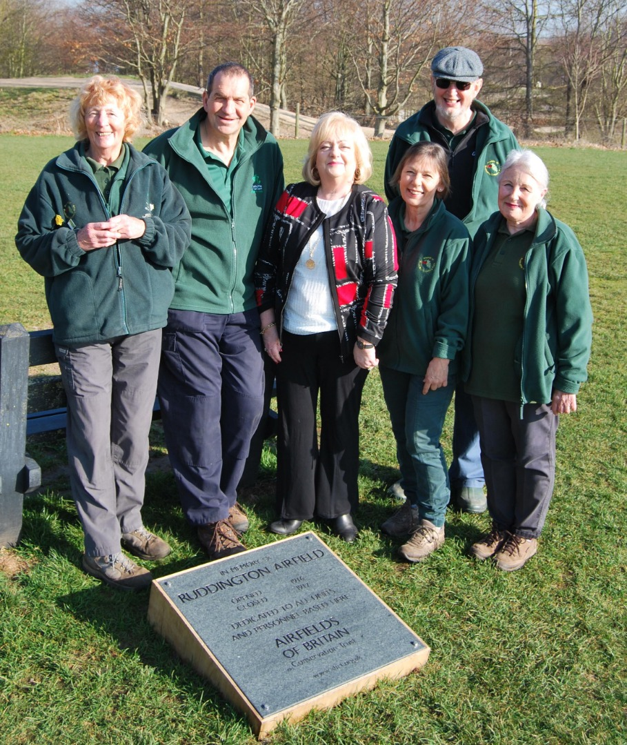 Cllr Debbie Mason with Rushcliffe Country Park staff and the plaque.jpg