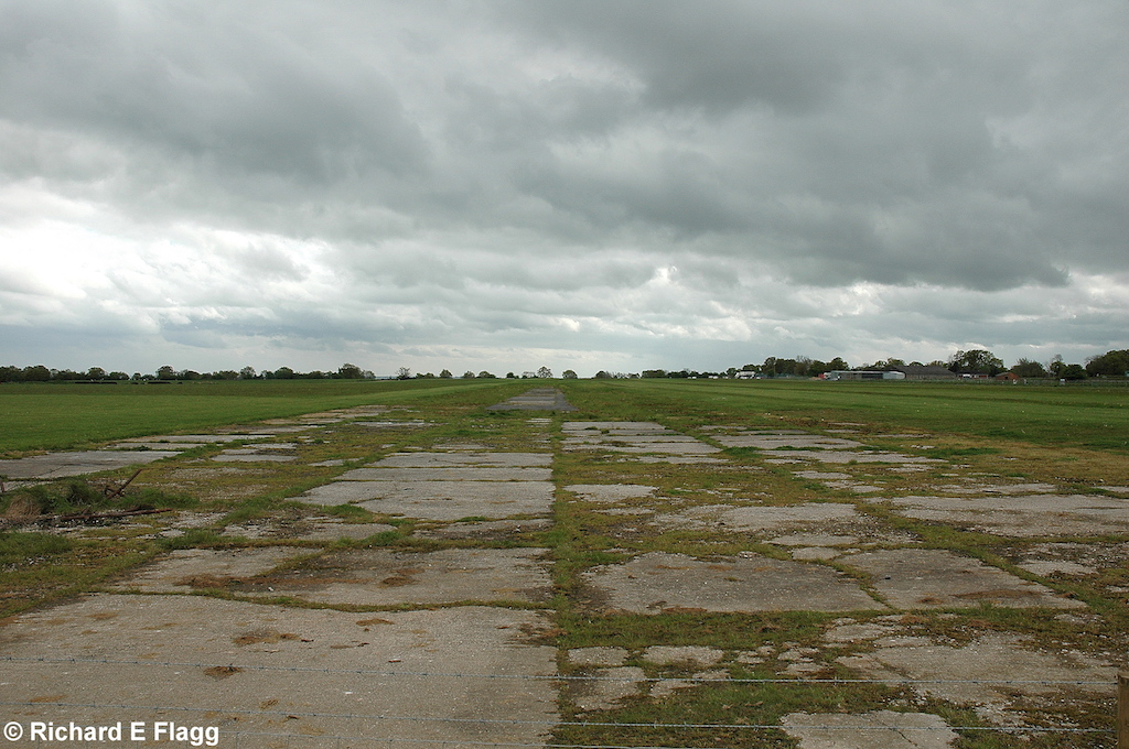 002Runway 02:20. Looking south from Leapley Lane that crosses that old airfield - 6 May 2009.png