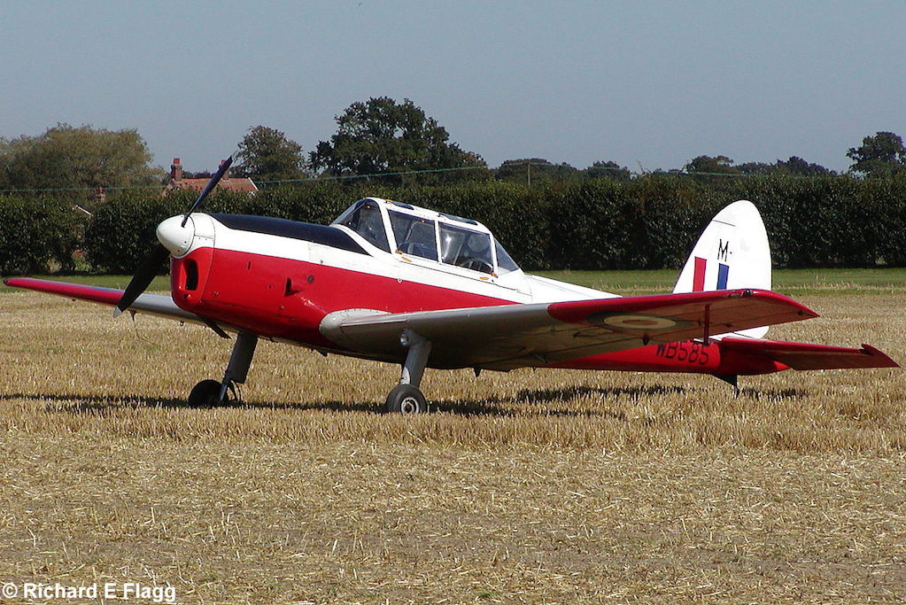 001De Havilland DHC-1 Chipmunk T.10 (G-AOSY : WB585) - 10 September 2006.png