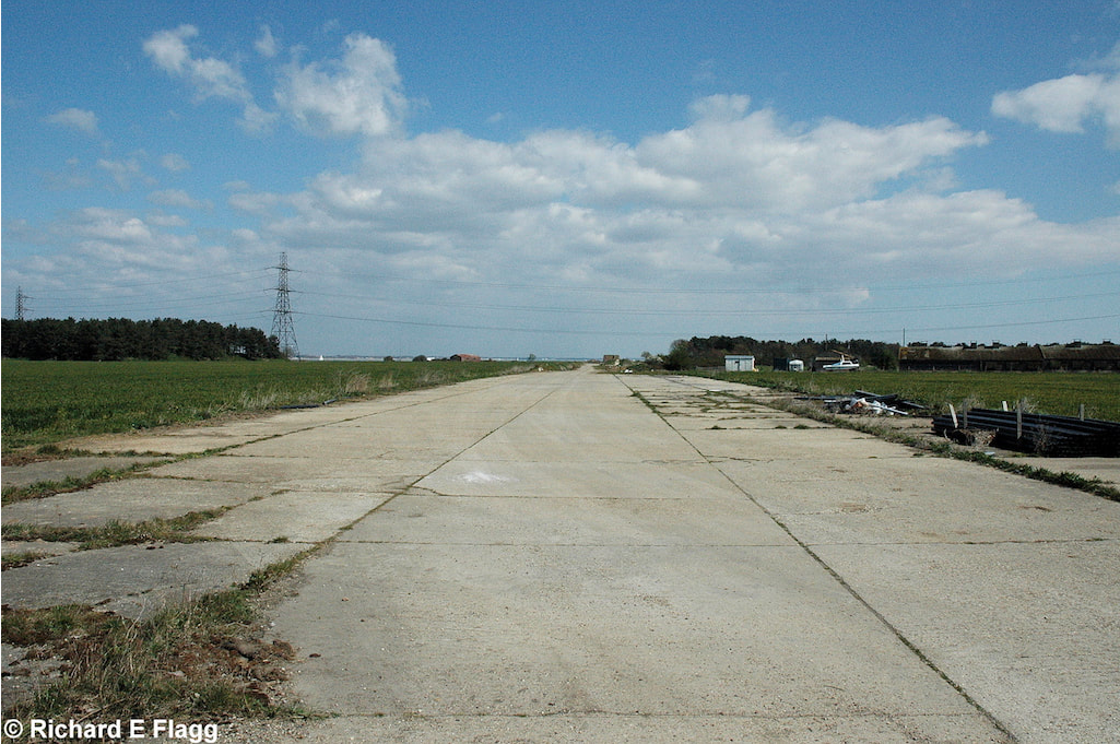 012Runway 08:24. Looking north east from the road near the memorial - 7 April 2007.png