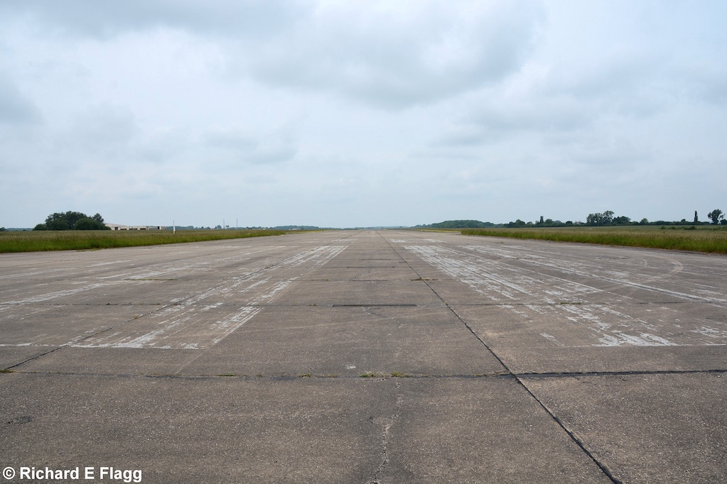 011Runway 10:28. Looking west from near the runway 28 threshold - 11 June 2016.png