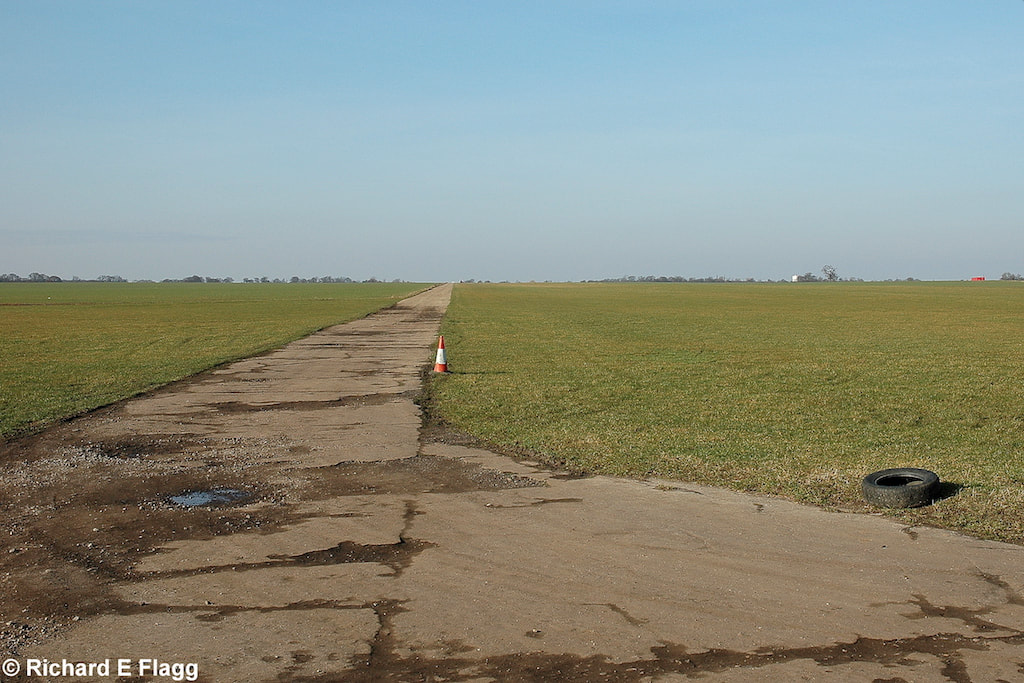 008Runway 09:27. Looking west from the runway 27 threshold - 21 February 2009.png
