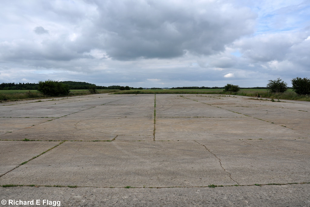 003Runway 03:21. Looking north from the runway 03 threshold - 21 June 2009.png