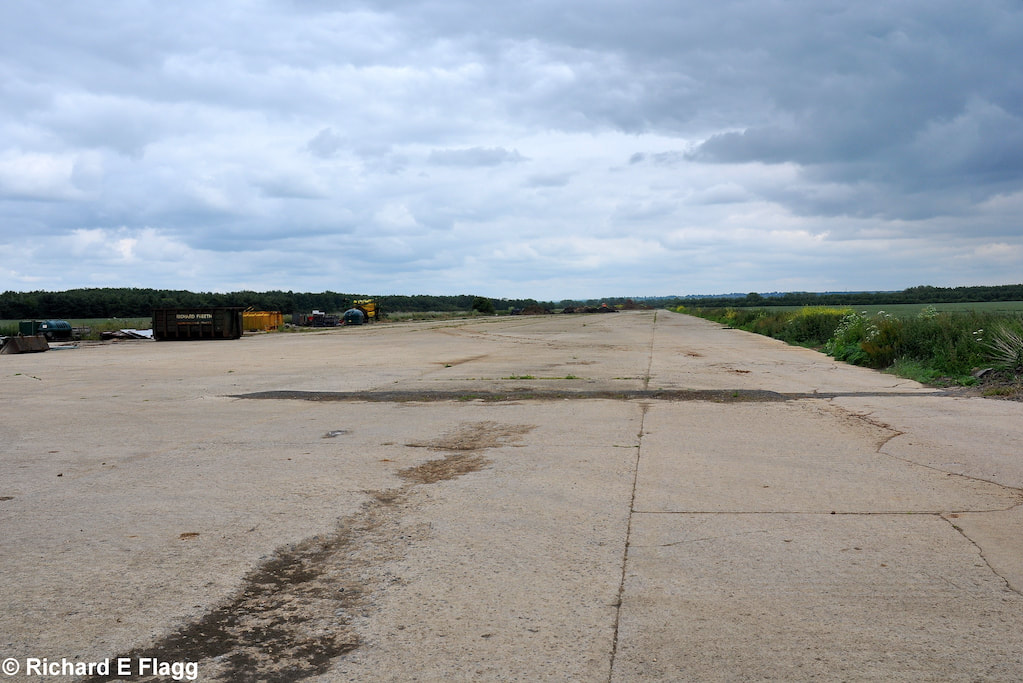 007Runway 15:33. Looking south east from the runway 03:21 intersection - 21 June 2009.png