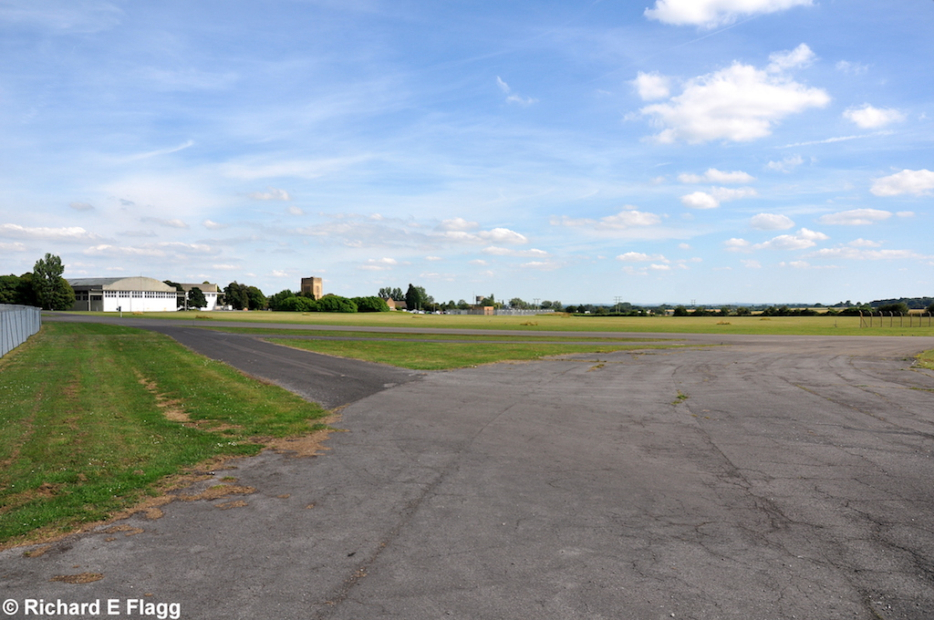 018Taxiway at the south of the airfield. Looking east - 17 July 2014.png