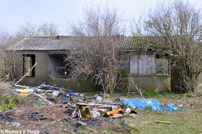 The remains of the watch office and chief flying instructor's office at Shellingford, 7 April 2013. © Richard Flagg