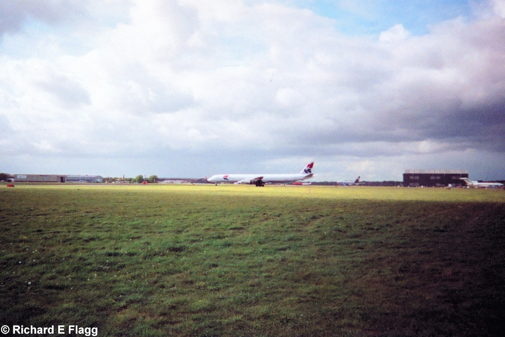 001Looking north west across the airfield from near the fire station - April 2002.png