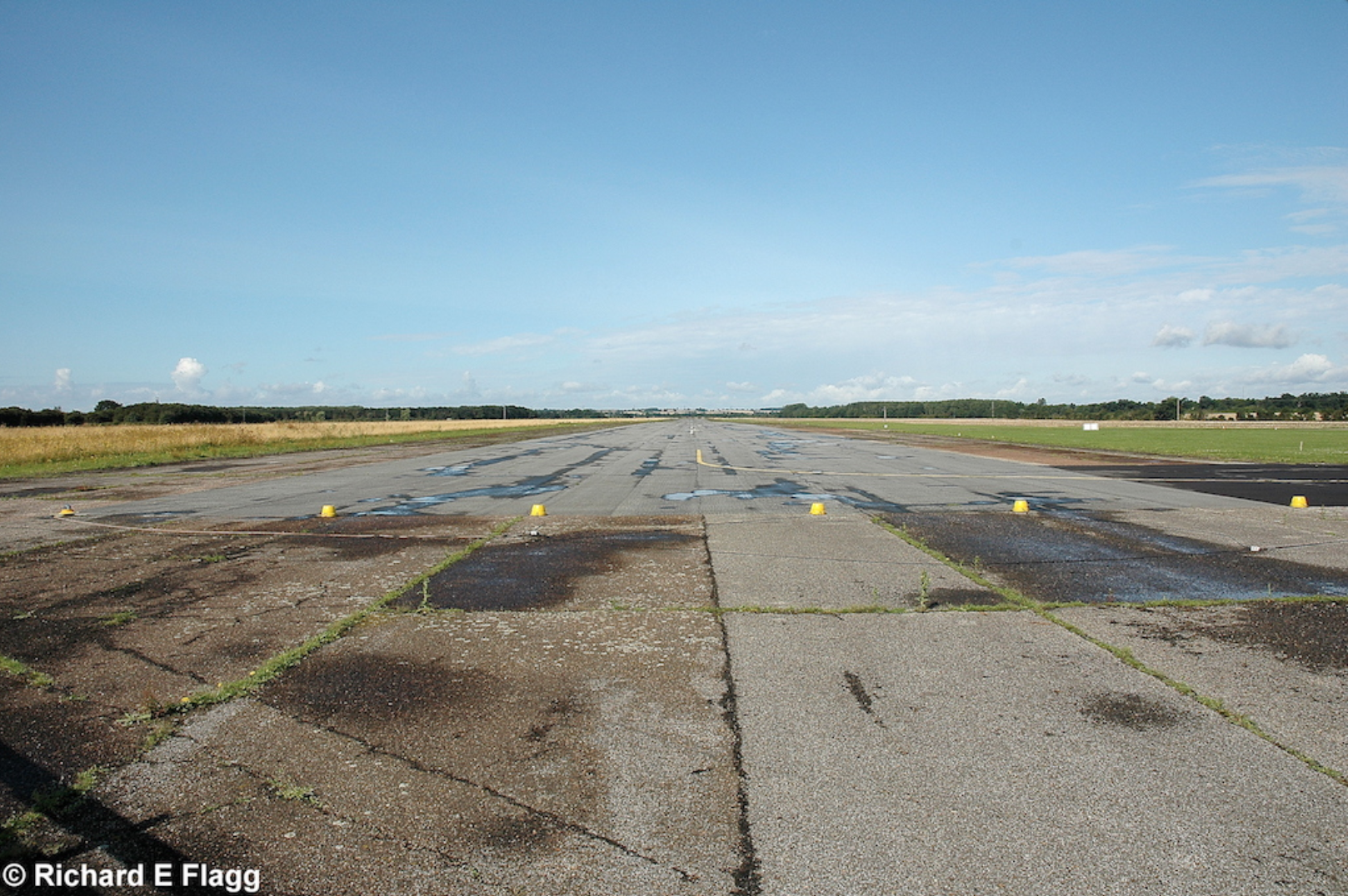 003Runway 10:28. Looking west from the runway 05:23 intersection - 17 August 2008.png