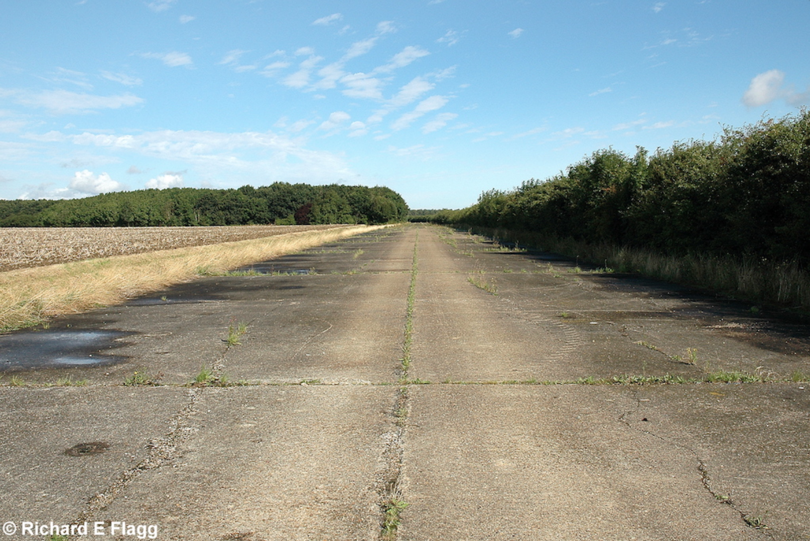 004Taxiway at the south of the airfield. Looking north away from the runway 05 threshold - 17 August 2008.png