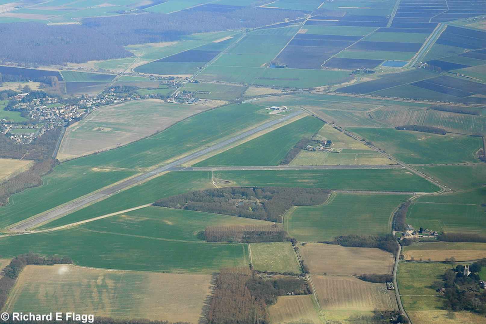 007Aerial View 2 of RAF Glatton Airfield - 22 March 2009.png