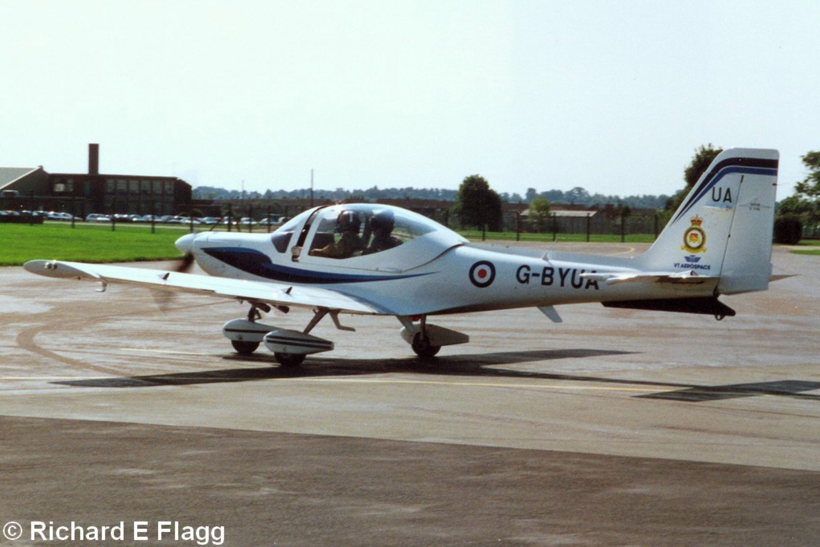 003Grob G-115E Tutor (G-BYUA) - 15 August 2001.png