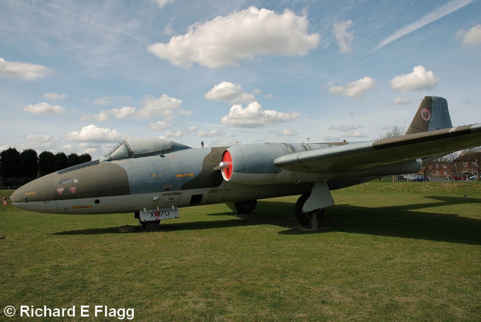 005Gate Guard. English Electric Canberra PR.9 (XH170) - 5 April 2009.png