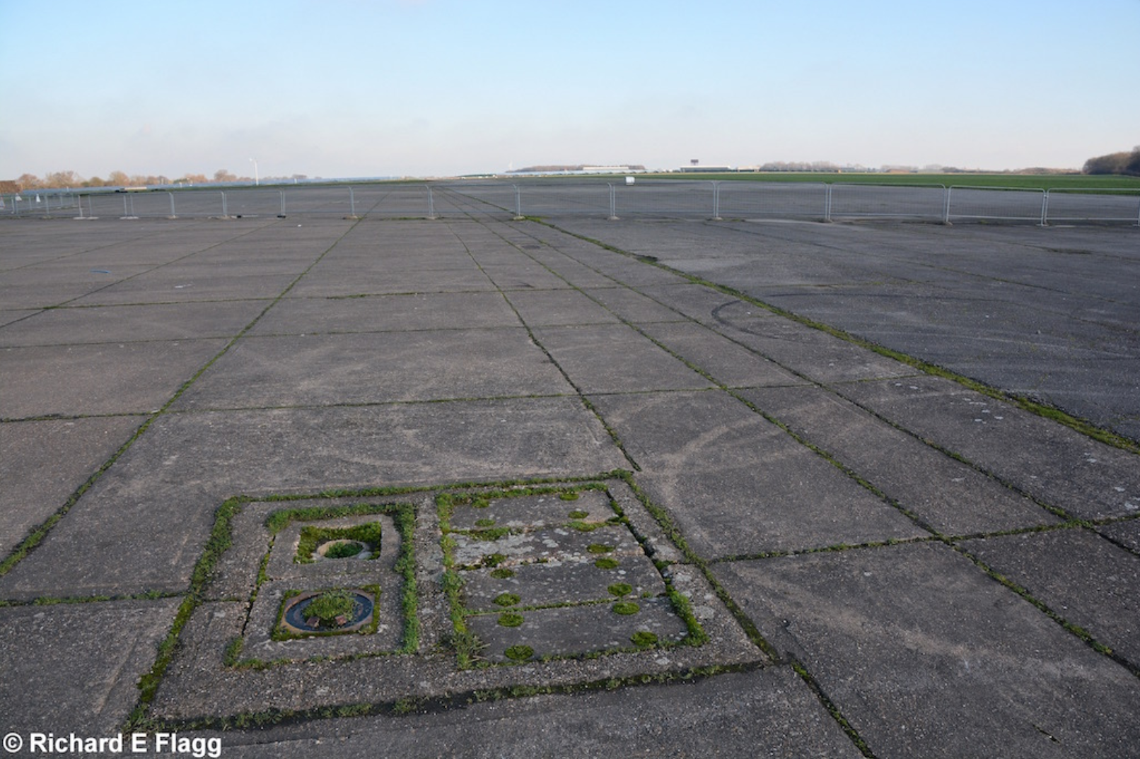 015Runway 08:26. Looking east from the runway 08 threshold - 20 January 2016.png