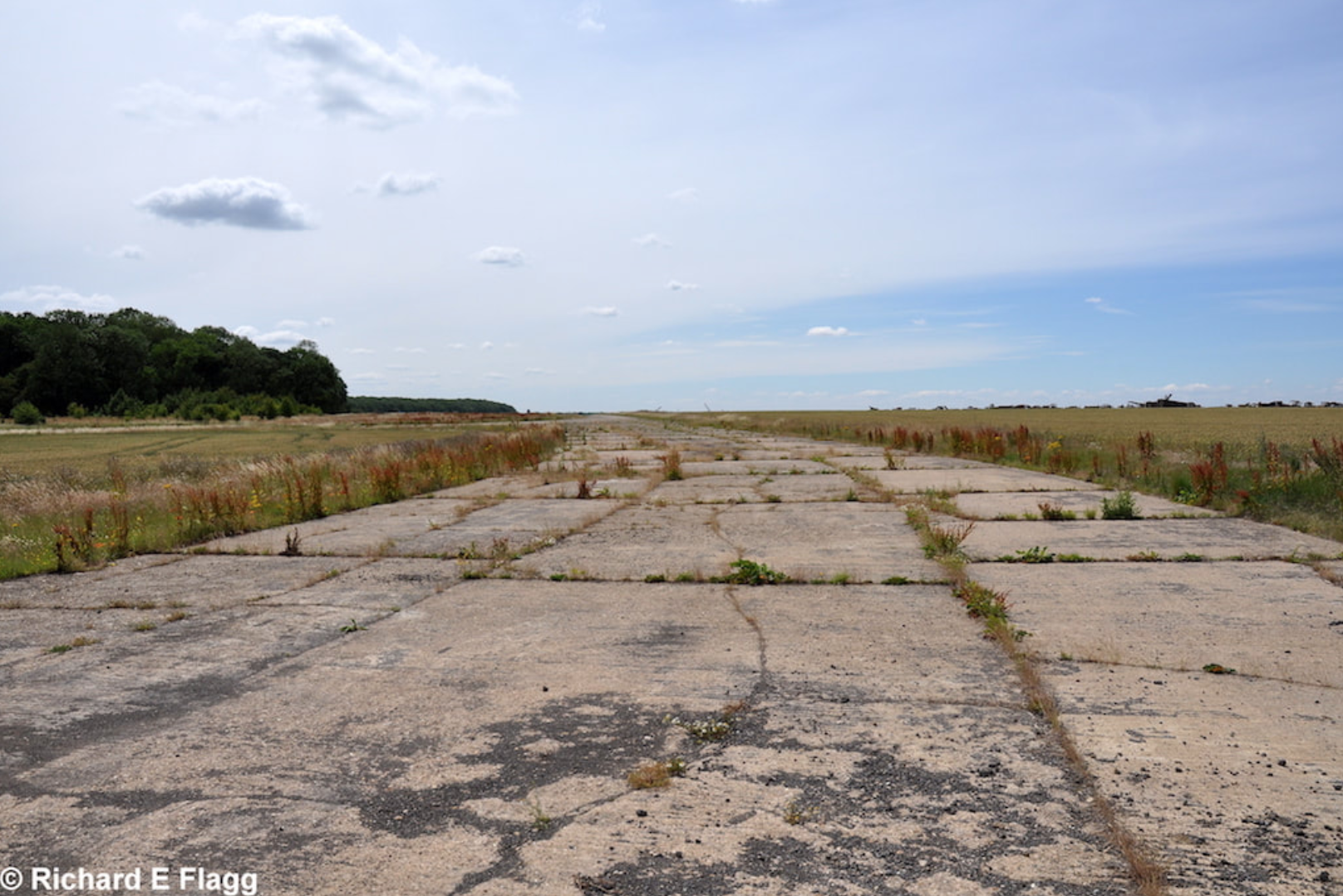 002Taxiway at the east of the airfield. Looking south - 14 July 2011.png