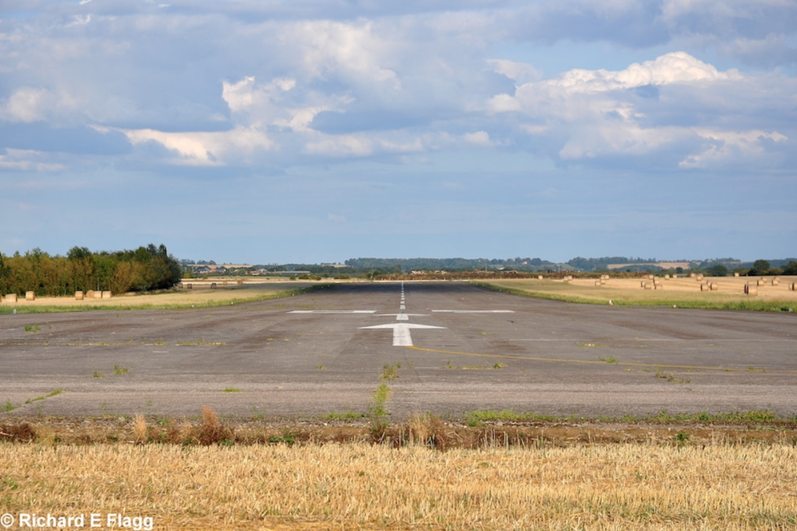 012Looking east from the runway 08 threshold - 25 August 2011.png