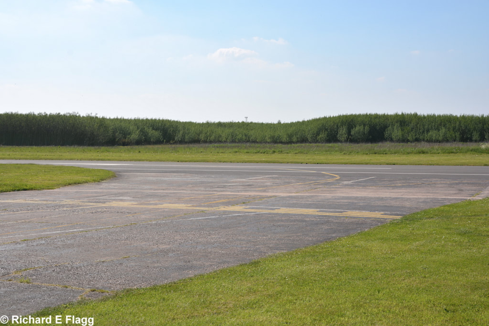 005Taxiway at the east of the airfield. Looking from near the site of a wartime T2 hangar, now Sandtoft Flying Club - 25 May 2017.png