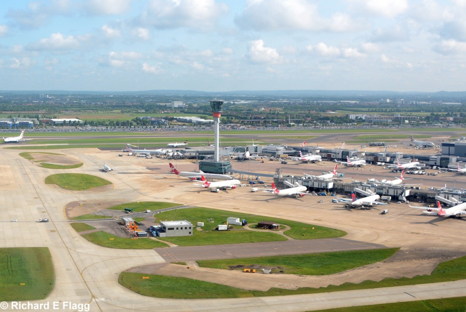 014Aerial View of Heathrow Airport - 22 May 2016.png