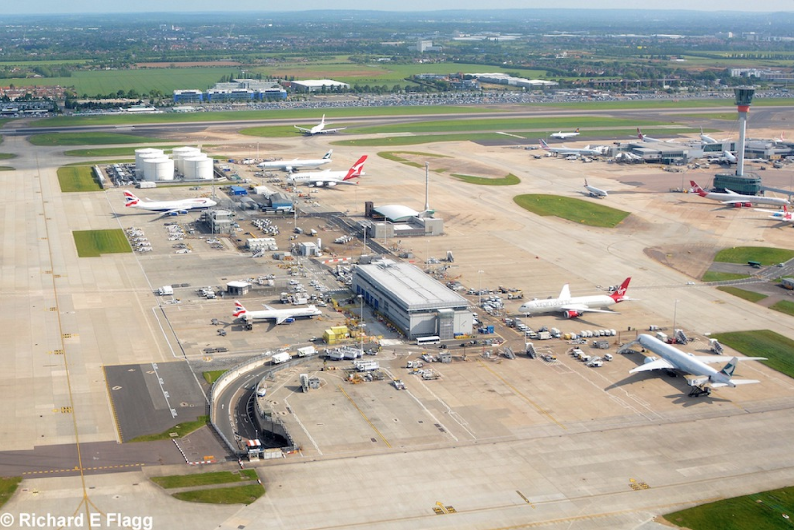 013Aerial View of Heathrow Airport 2 - 22 May 2016.png