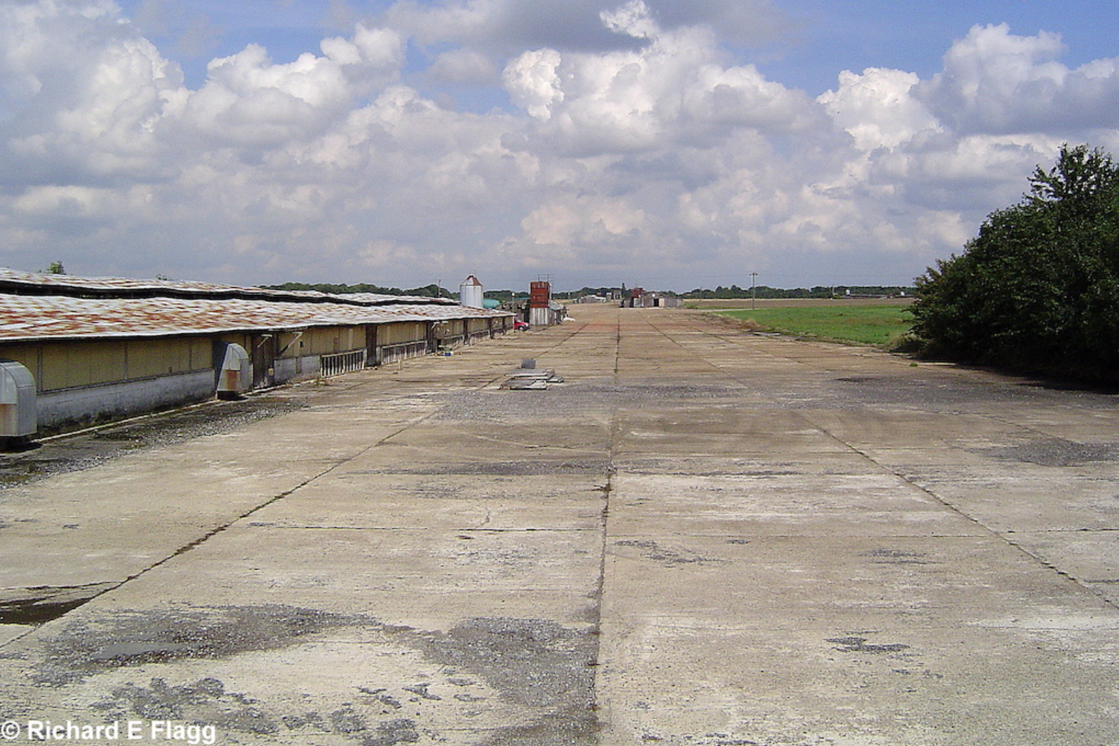002Runway 04:22. Looking north east from the runway 04 threshold - 17 August 2006.png