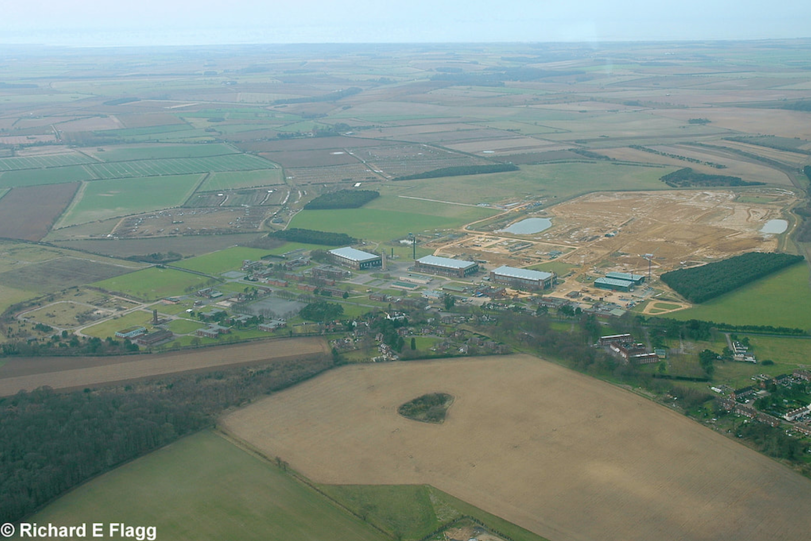 017Aerial View 2 of RAF Bircham Newton Airfield - 15 March 2009.png
