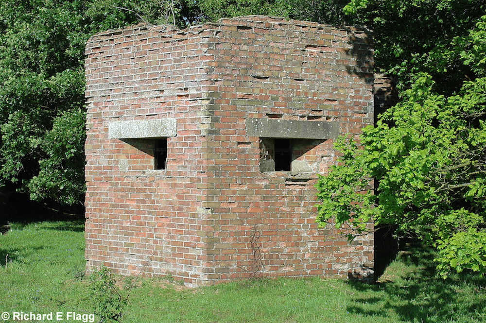004Type 22 Pillbox with a local Anti-Aircraft Mount modification on the roof - 22 May 2007.png