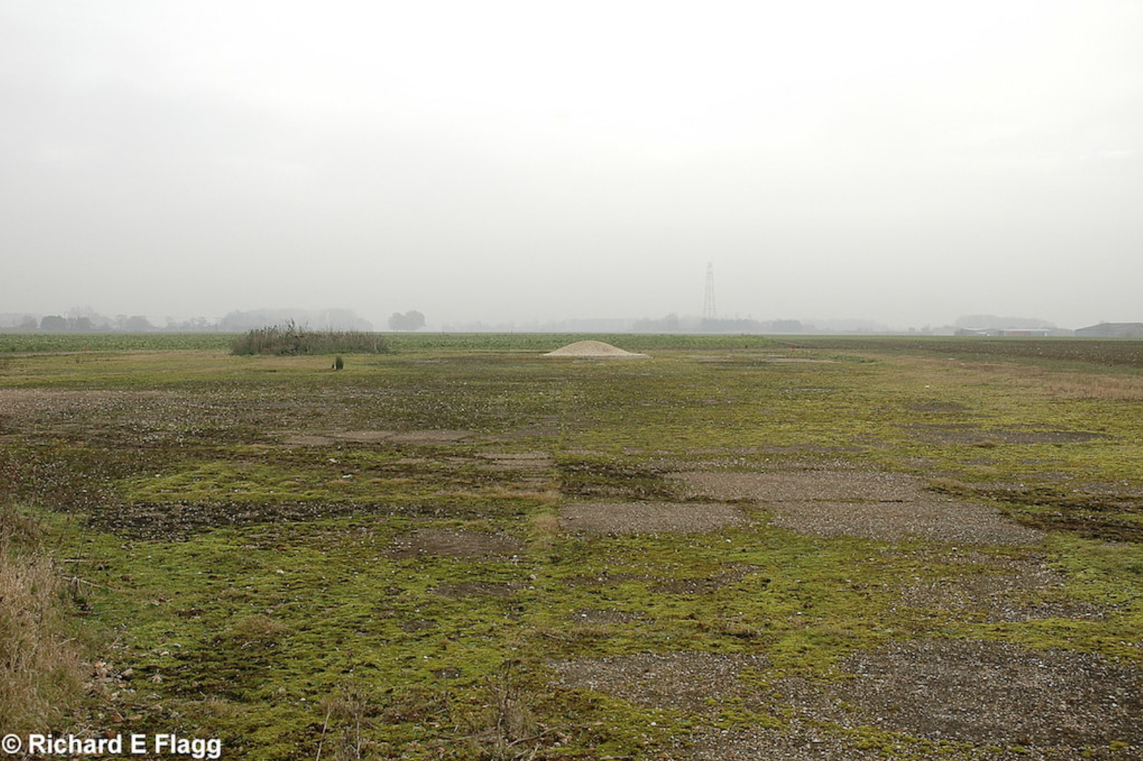 002Runway 09:27. Looking east from the A10 road that crosses the airfield - 27 November 2007.png