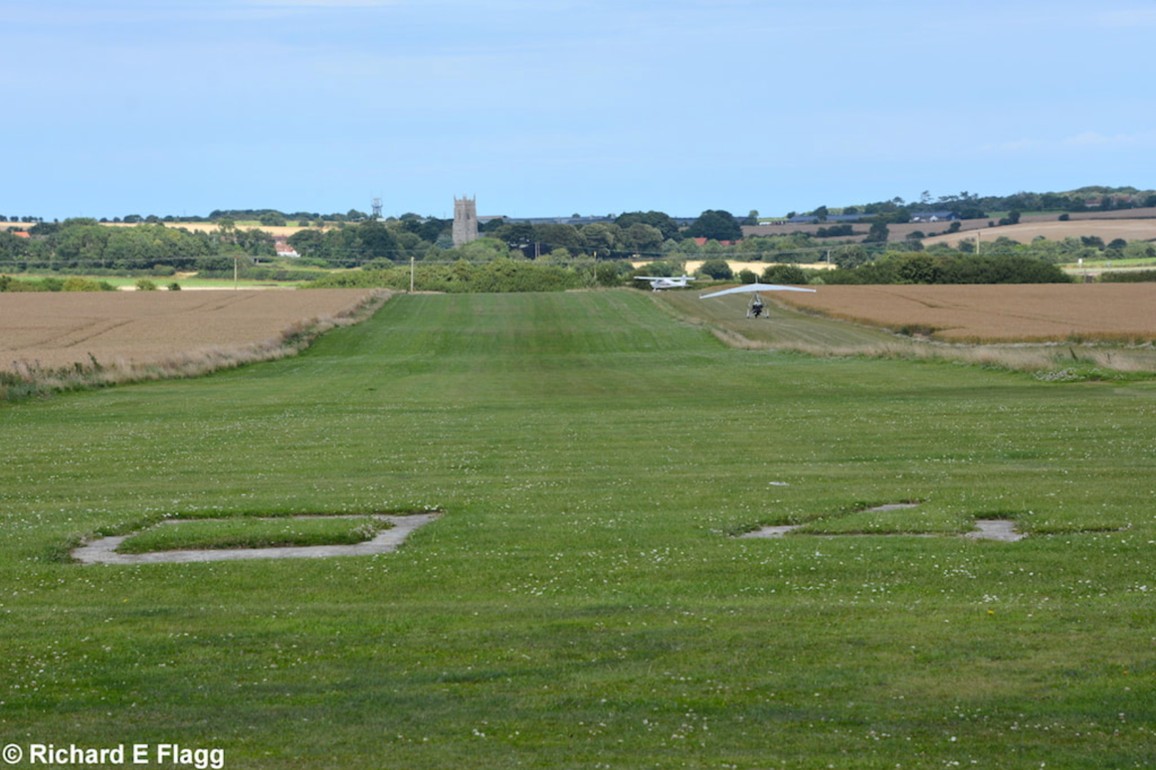 006Runway 04:22. Looking north east from the runway 04 threshold - 22 July 2017.png
